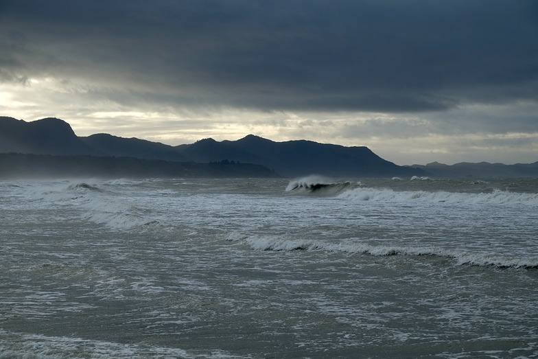 Wave North of Onekaka Wharf