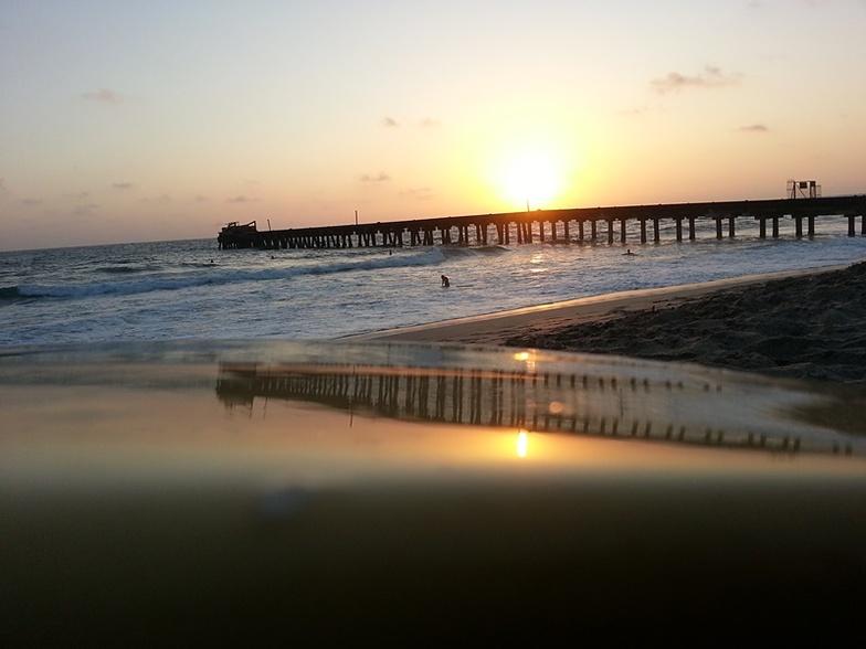 Muelle, sol, pequeñas olas, Elle Muelle de Ecuasal