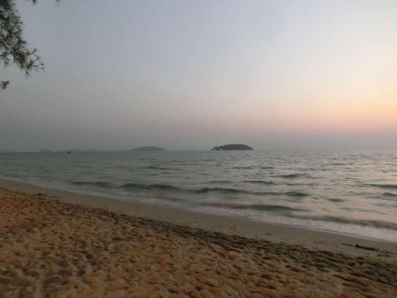 surfing impossible, Sihanoukville