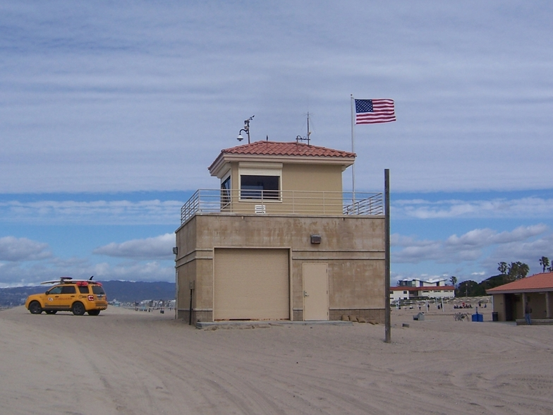 Lifeguard tower/station near Culver Blvd entrance., Gillis
