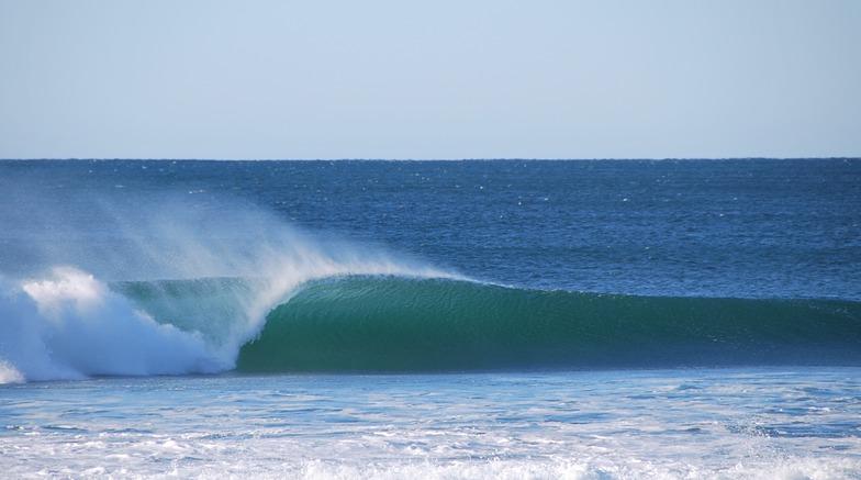 Clean left, Werri Beach