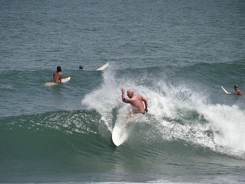 Beach break San Juan, Urbiztondo Beach