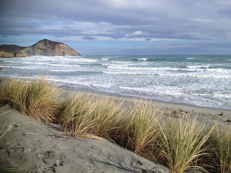 Wharariki north swell, Wharariki Beach
