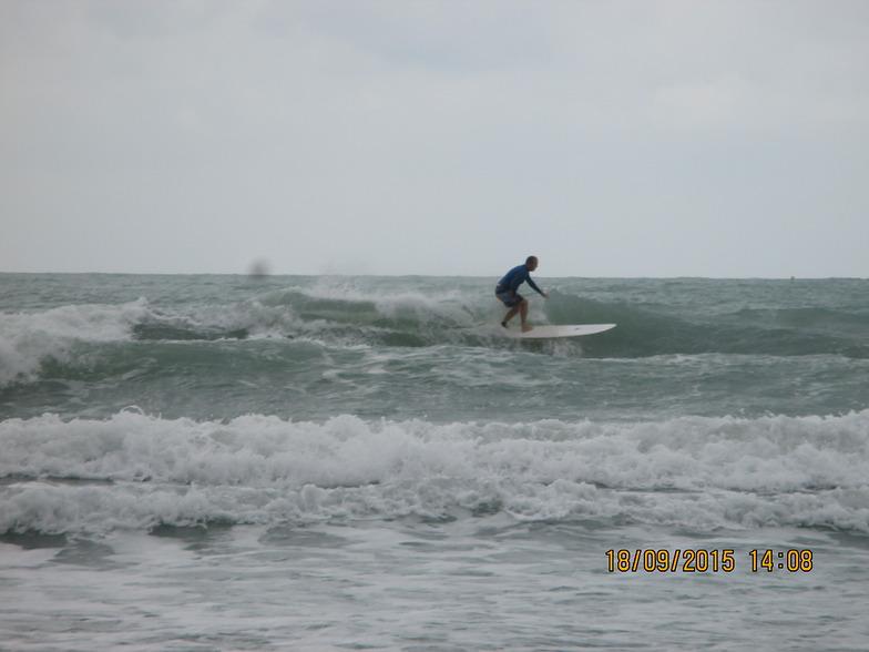 Good longboard and short board waves., Rayong Mae Ramphung Beach