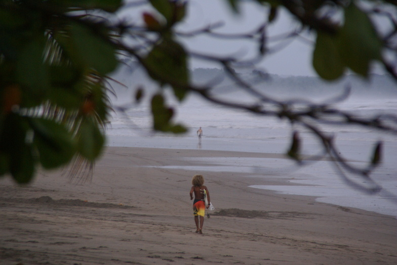 Tico Surfer, Esterillos Oeste