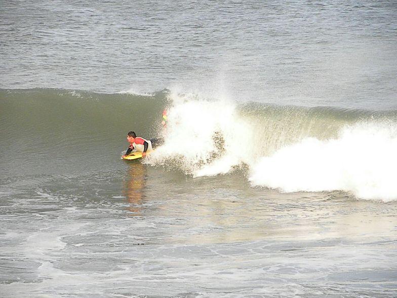 Buen dia de surf, Asuncion Bay