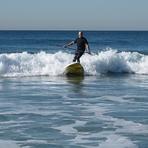 Standing surfer with oar (2/3), Gillis