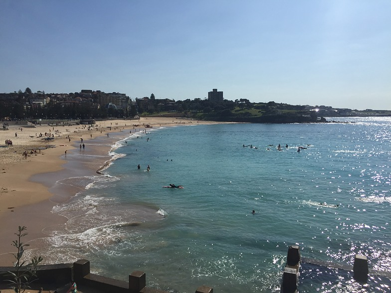 Coogee Beach - typical sunny morning - south end looking north