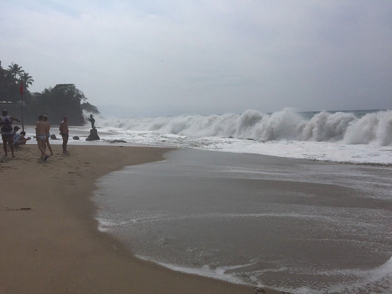 Heavy pounding waves all day, Puerto Vallarta Rivermouth
