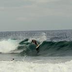 Surfer Alejandro, Point Pelua