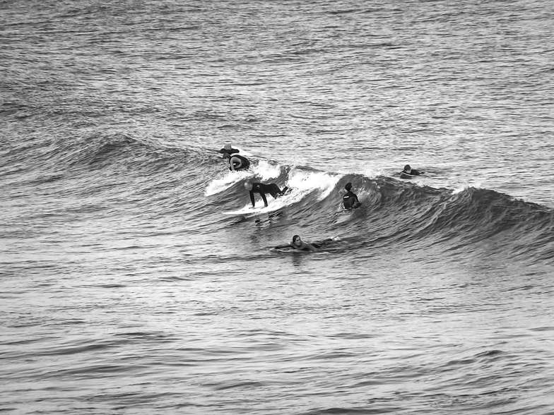 Surf's up, Tynemouth Longsands
