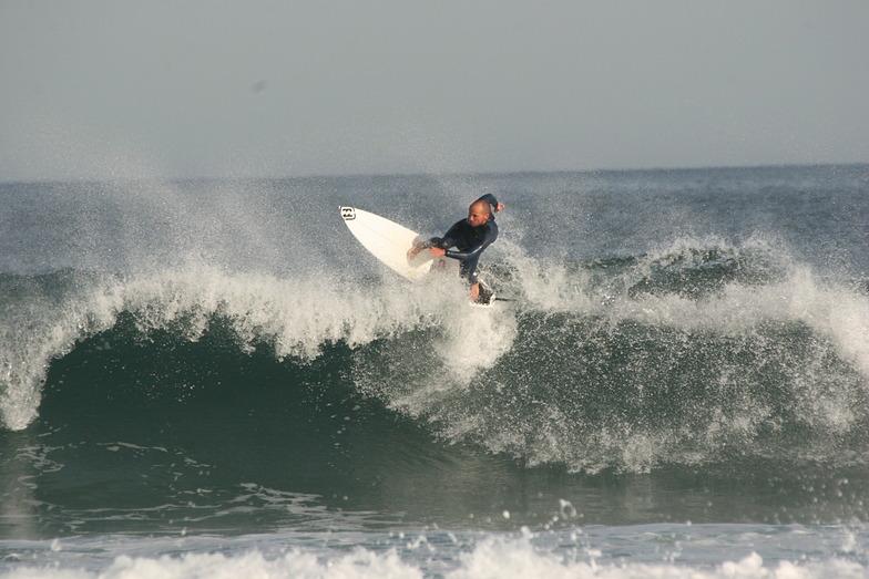 Nachete Surfteam Escuela Cantabra de Surf, Playa de Somo