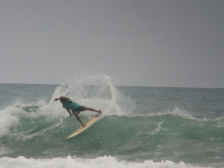 MARE ABAJO LOS POCITOS. SURFER: FRANWIL VENTO. FOTO: @dajegadi