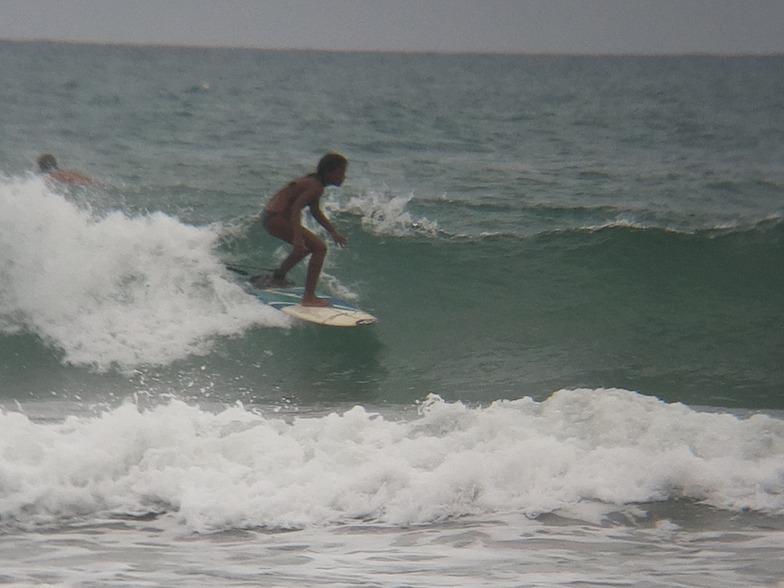 MARE ABAJO LOS POCITOS. SURFER: OSCLARI MORENO.  FOTO: @dajegadi