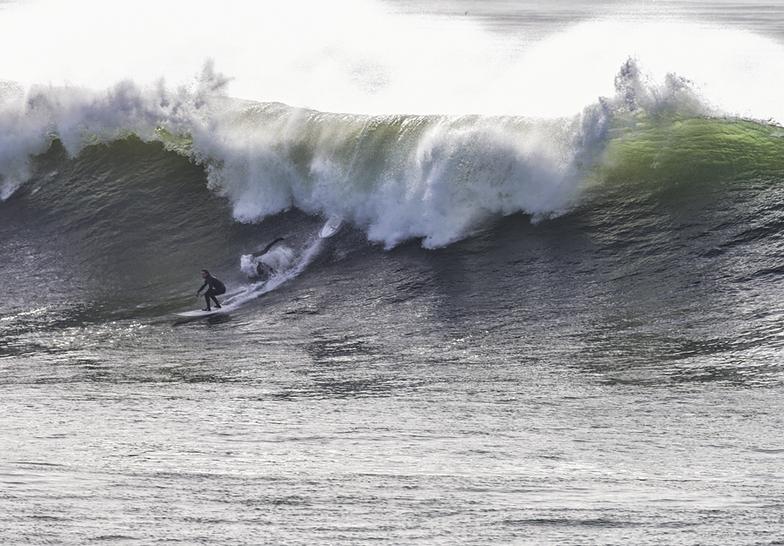 Big surf at Middle Peak, Steamer Lane-Middle Peak