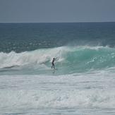 Left local surfer, Itauna