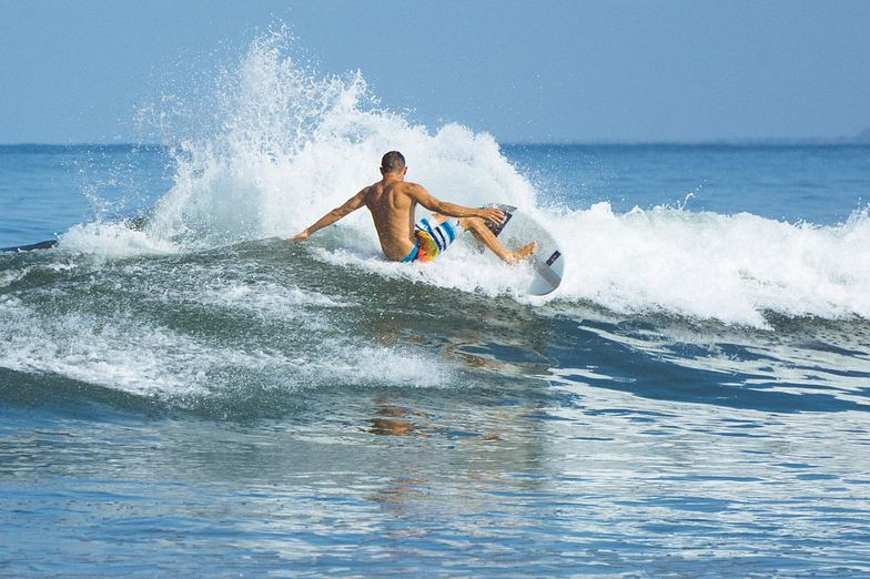 photo: Alberth Artigas, surfer: Blas Bocardo, Santa Cruz