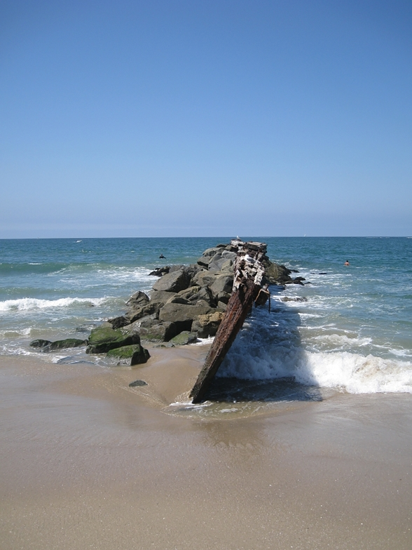 long view of groin (groyne) at Gillis