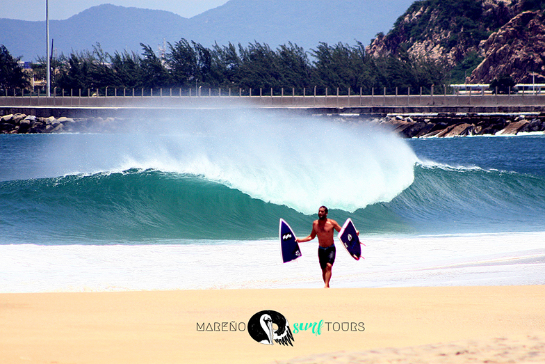 Carlos Cabrero pipe master breaking boards with Mareño surf tours, Salina Cruz