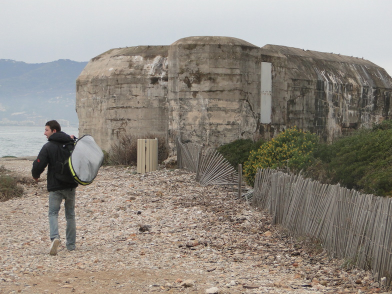 Past the Bunker, Cannes