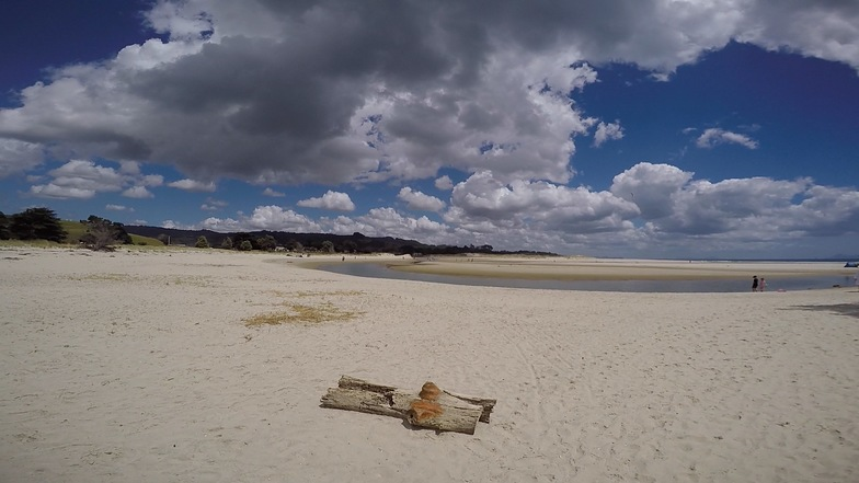 Parkiri, Pakiri beach