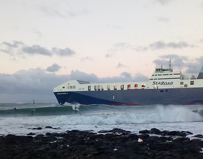 SURFING BY THE SHIP, Devonport Rivermouth