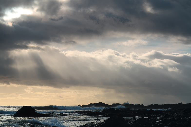 Raylight at Blackstone Rocks, Wembury
