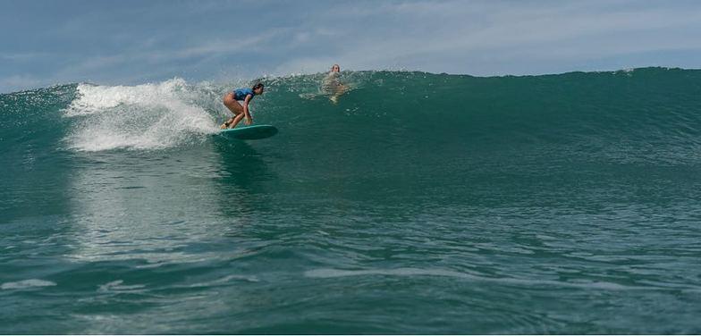 Pura vida surfer, Playa Santa Teresa