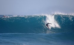 Manuel Selman surfing coco pipe photo