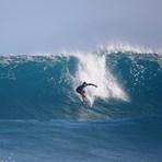 Manuel Selman surfing coco pipe