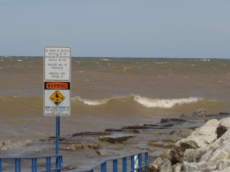 watch the rip currents:), Sheboygan