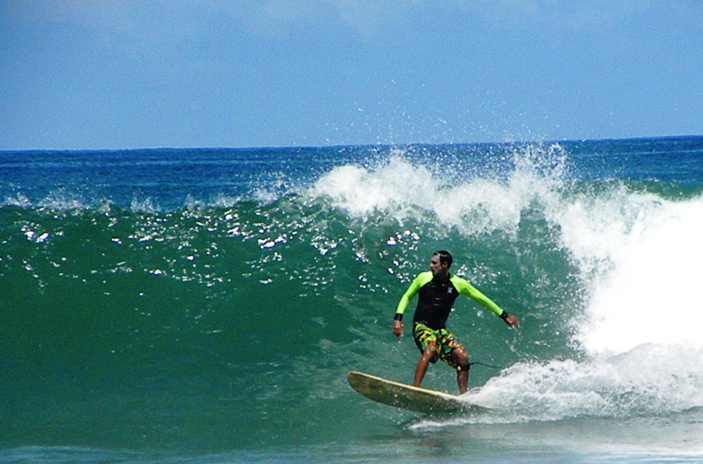 gilbert baez de los cocos surf school