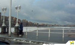 Snow in Playa de San Lorenzo, Gijón ( Asturias ) photo