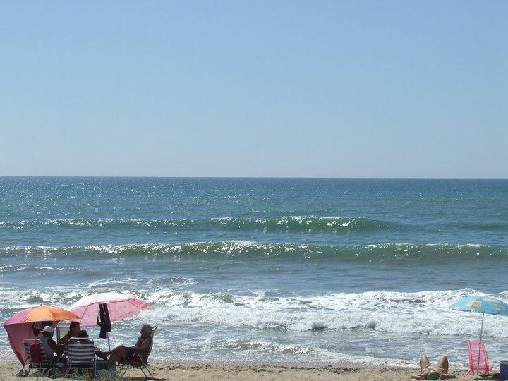 Calitas Surf waves, Playa de Tres Piedras