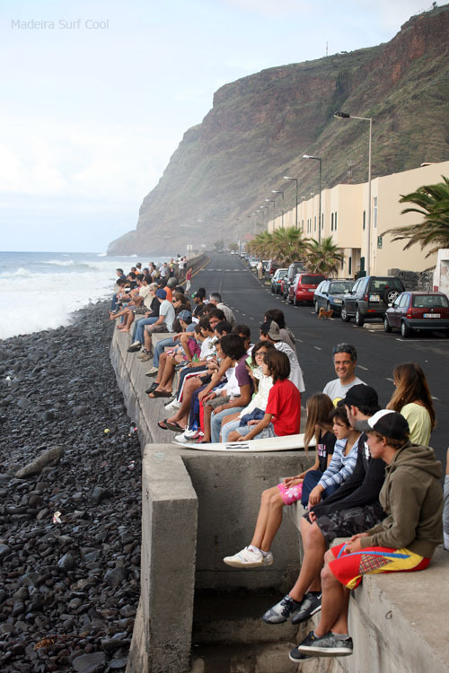 Paul do Mar surfspot, spectators enjoying competition