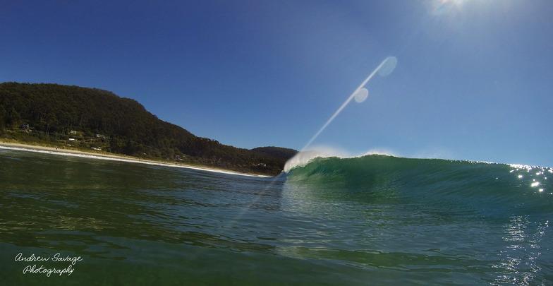 Nice little wave, Eaglehawk Neck Beach