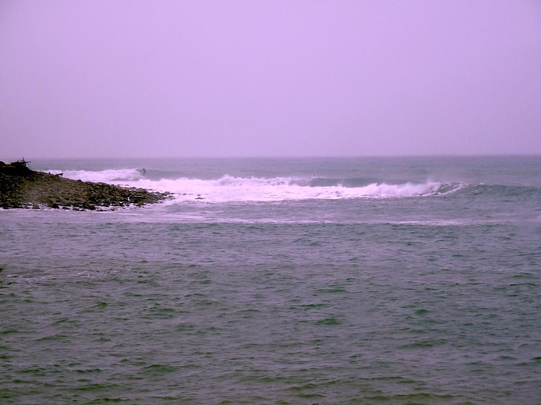 Long lefts at High Tide, Cable Bay