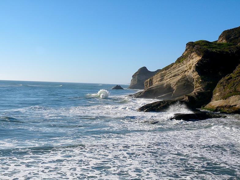 Clapotic wave, Fletchers Beach