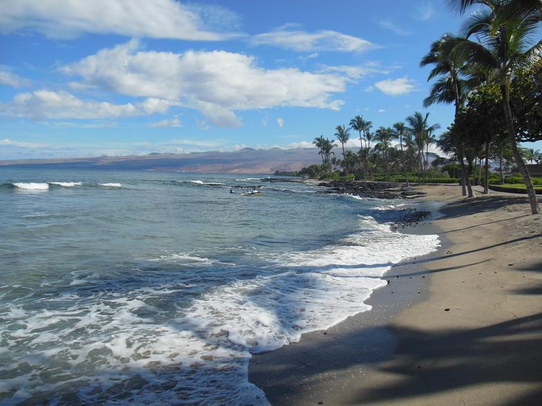 Summer surf on Big Island Hawaii, Kona Tiki