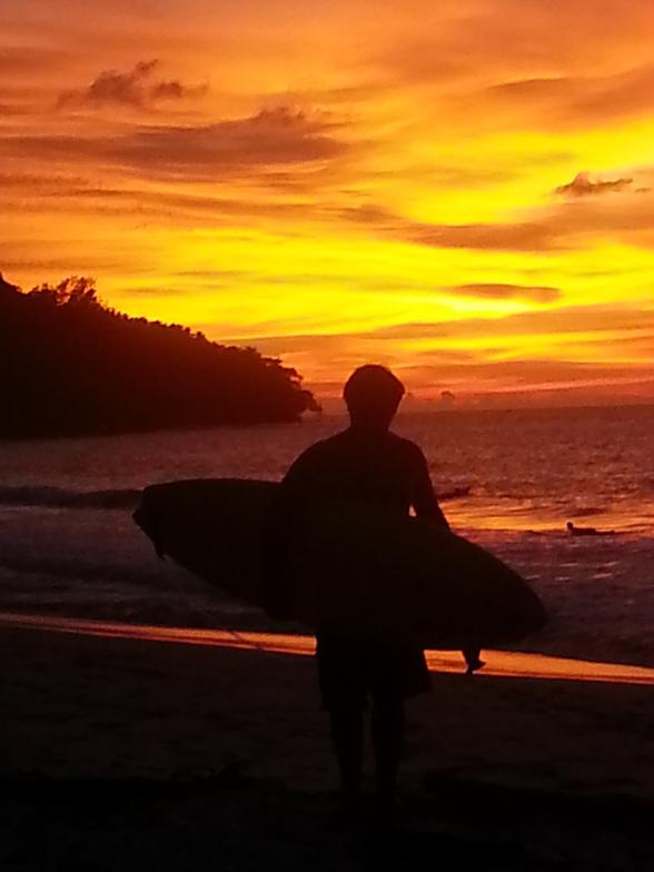 sunset at the surf shack, Kudat (Pantai Kosuhui)