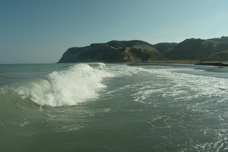 Aropaonui surf break