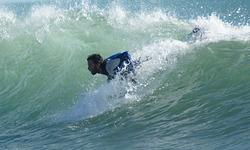 peleando con la ola, Port Ginesta photo