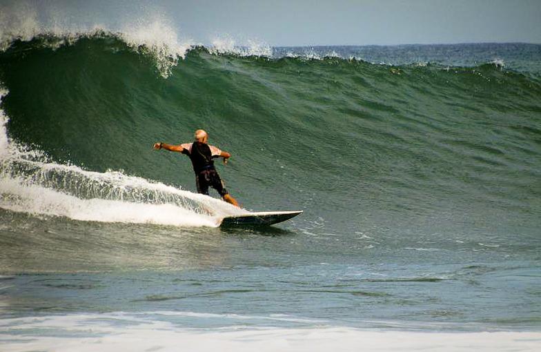 Trocones surf break