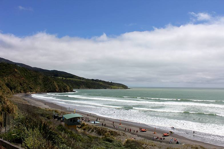 Raglan - Ngarunui Beach surf break