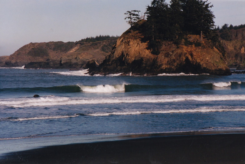 Trinidad State Beach surf break