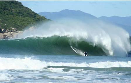 Praia da Vila surf break