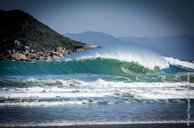 Naufragados surf break