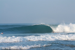 Nice little tube, North Jetty (Hikkaduwa) photo