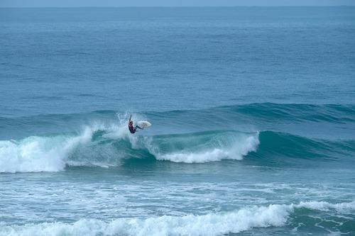 Short period easterly swell, Wainui Beach - Whales