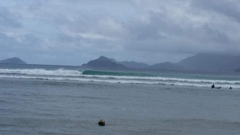 Anse aux Poules Bleues surf break